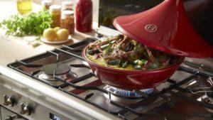 керамическая посуда на газовой плите