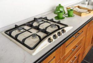 эмалированная поверхность плиты