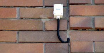 датчик уличной температуры на стене
